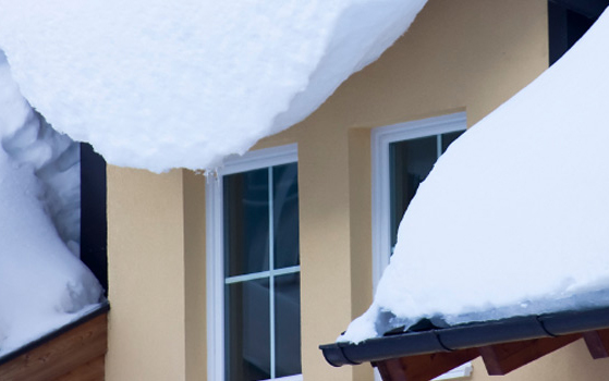 Елементи безпеки покрівлі-сходи, покрівельні містки, снігозатримувачі, а також покрівельні огородження